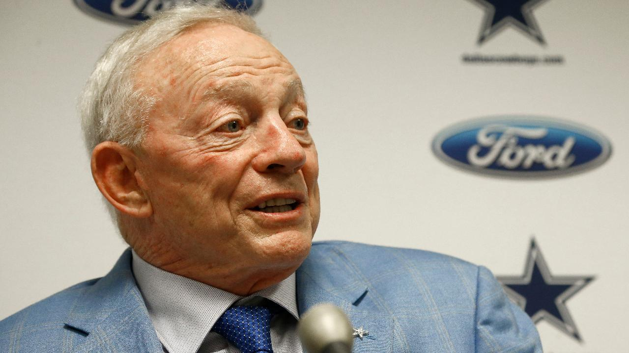 Jerry Jones to players: Stand up or sit out