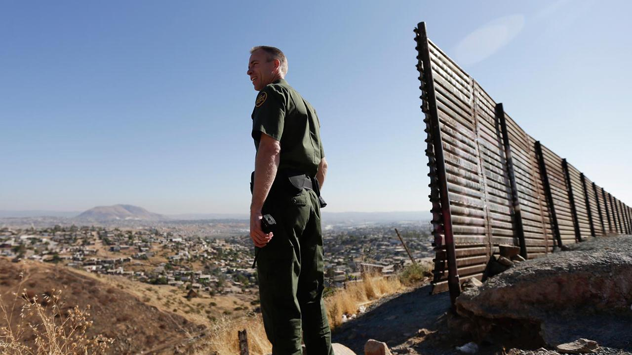 What do border agents think about the immigration battle?