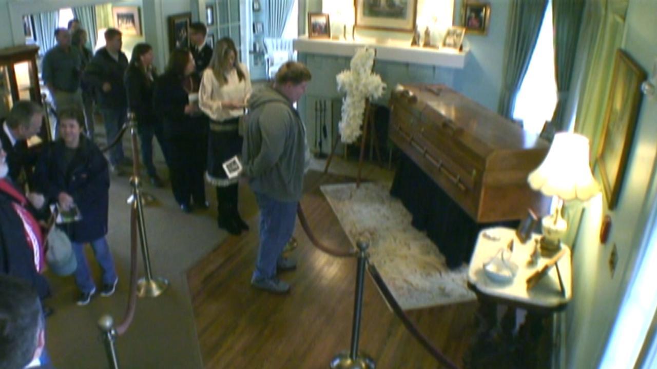 Billy Graham public casket viewing begins