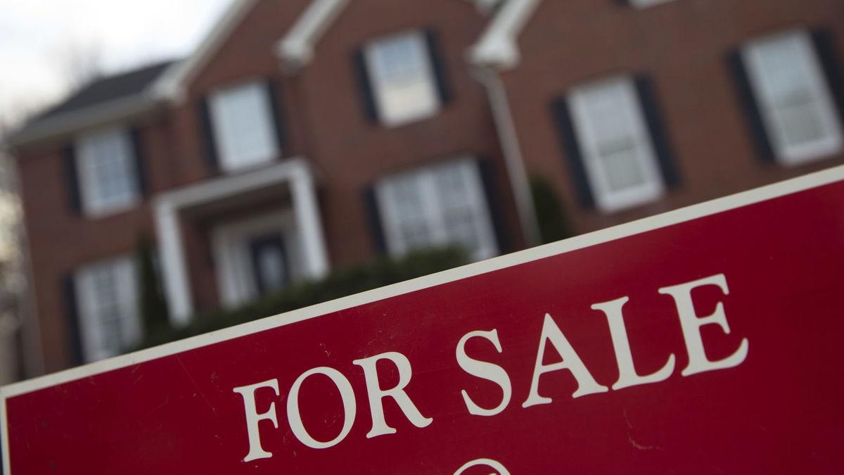 New home sales drop nearly 8 percent in January