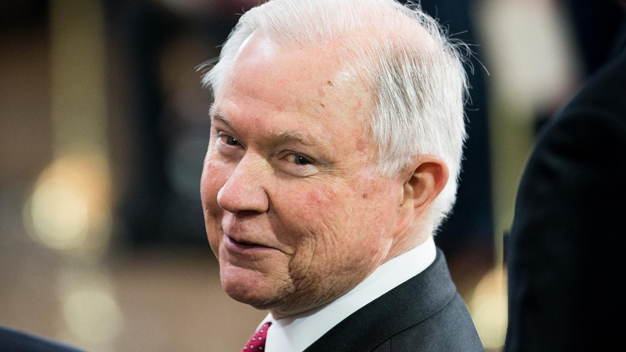 Sessions dines with DOJ officials after Trump's criticism