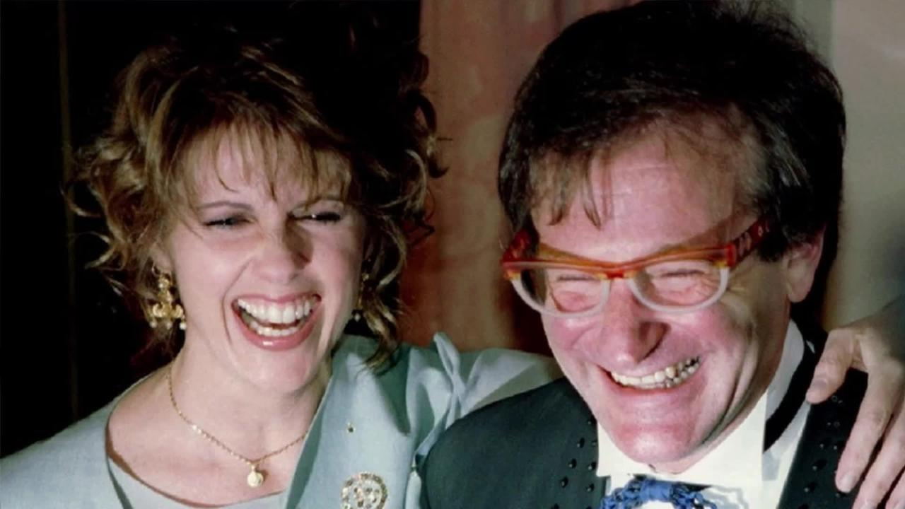 Robin Williams co-star, Pam Dawber:  He 'flashed, grabbed' me on set