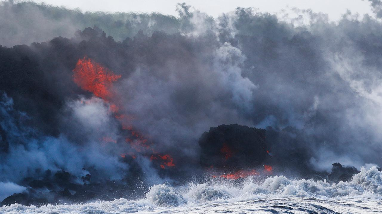 New volcano threat as lava reaches ocean in Hawaii