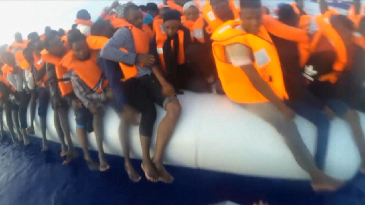 Migrant mother, child rescued from crowded dinghy
