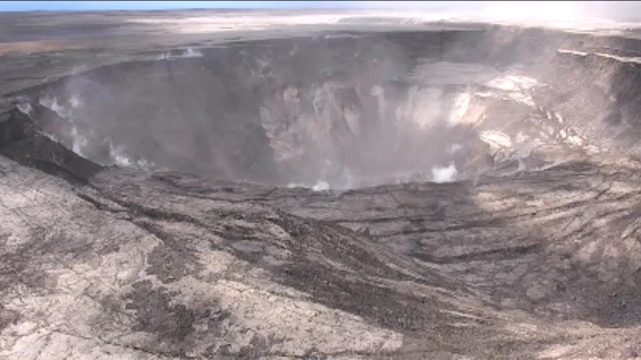 Hawaii volcano: Growing crater knocks out GPS station, may devour museum at summit