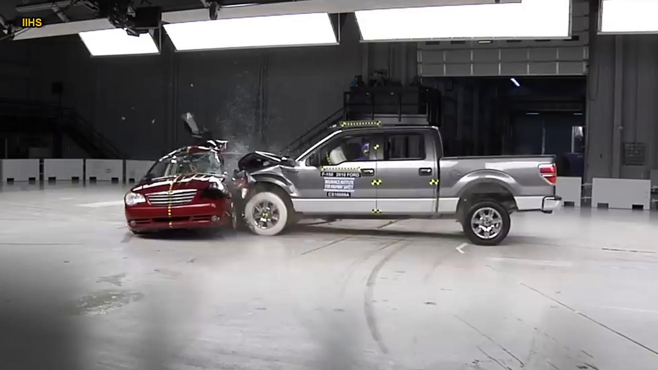 dramatic crash test video shows the consequences of running a red