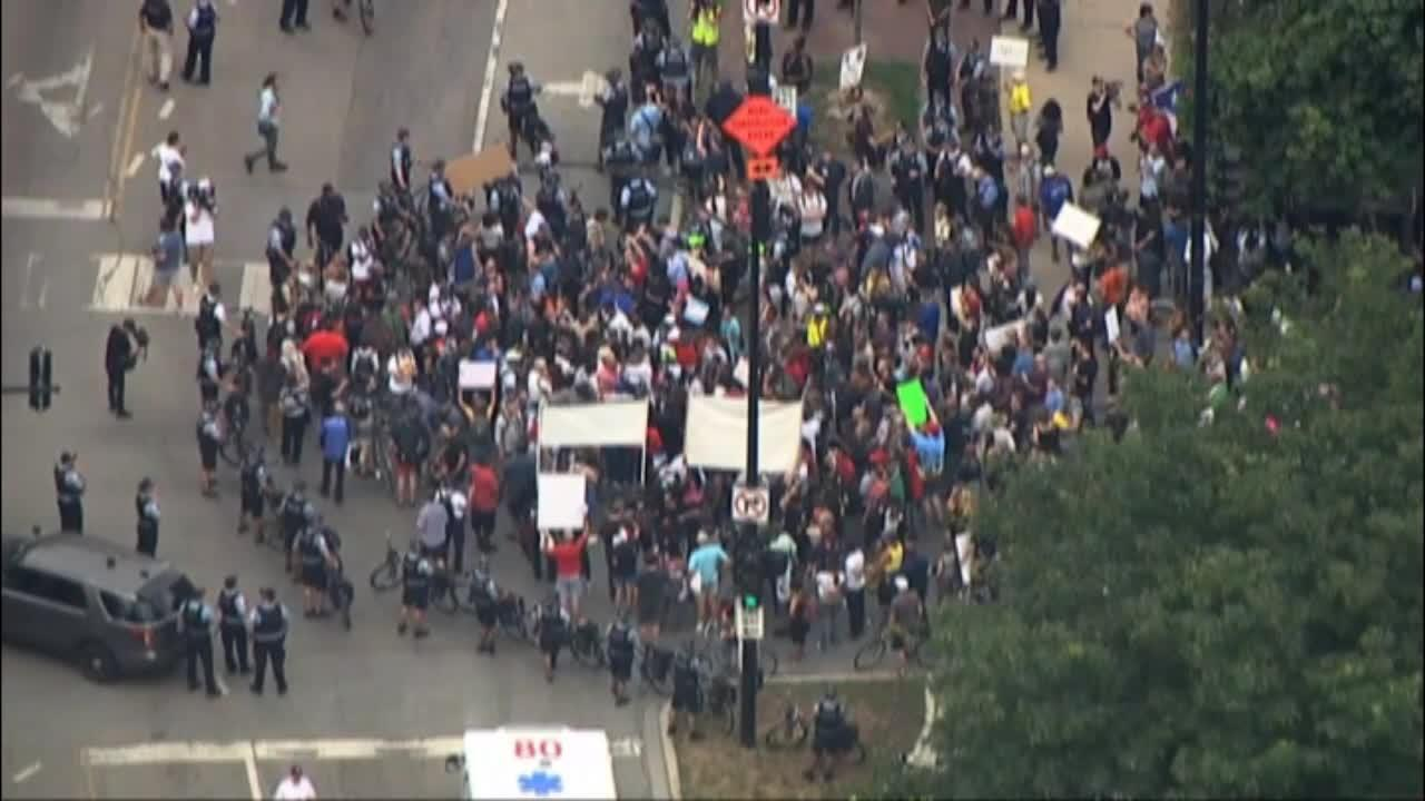Anti-violence protesters shut down Chicago roadways