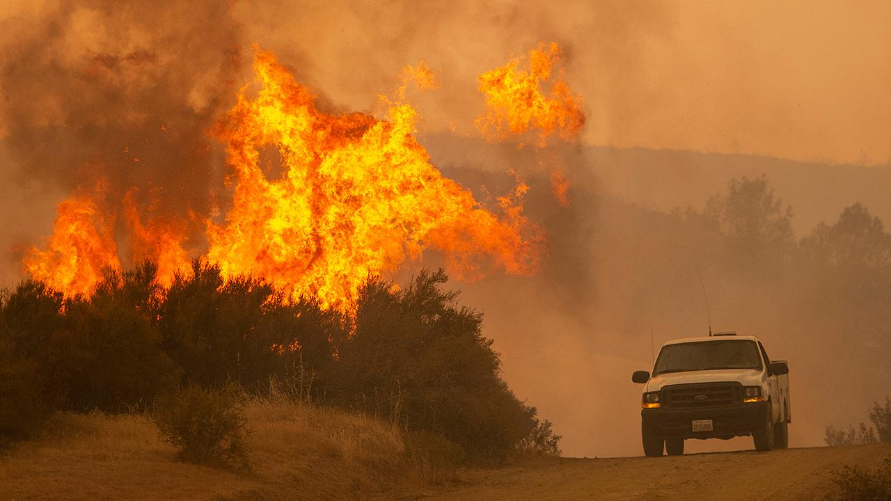 Mendocino fire threatens thousands of structures in Calif.