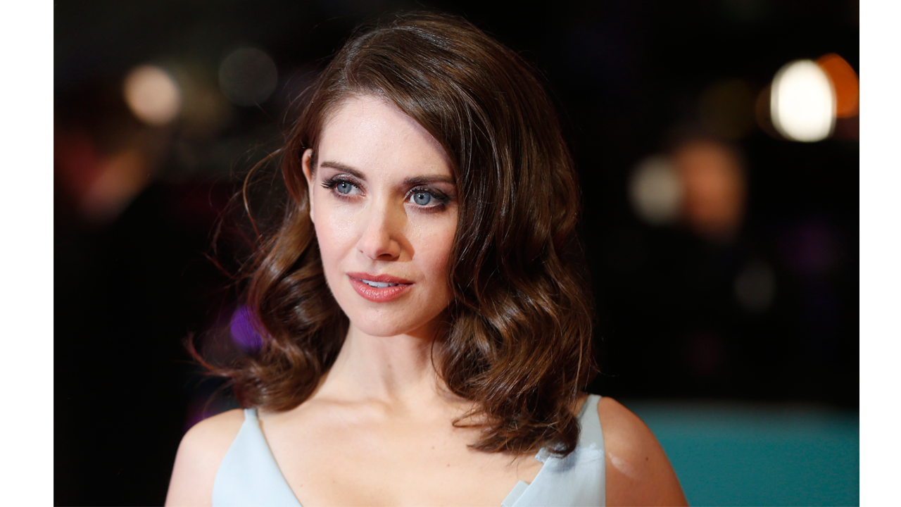 Alison Brie Sex Scandal glow' star alison brie talks stripping down for wrestler