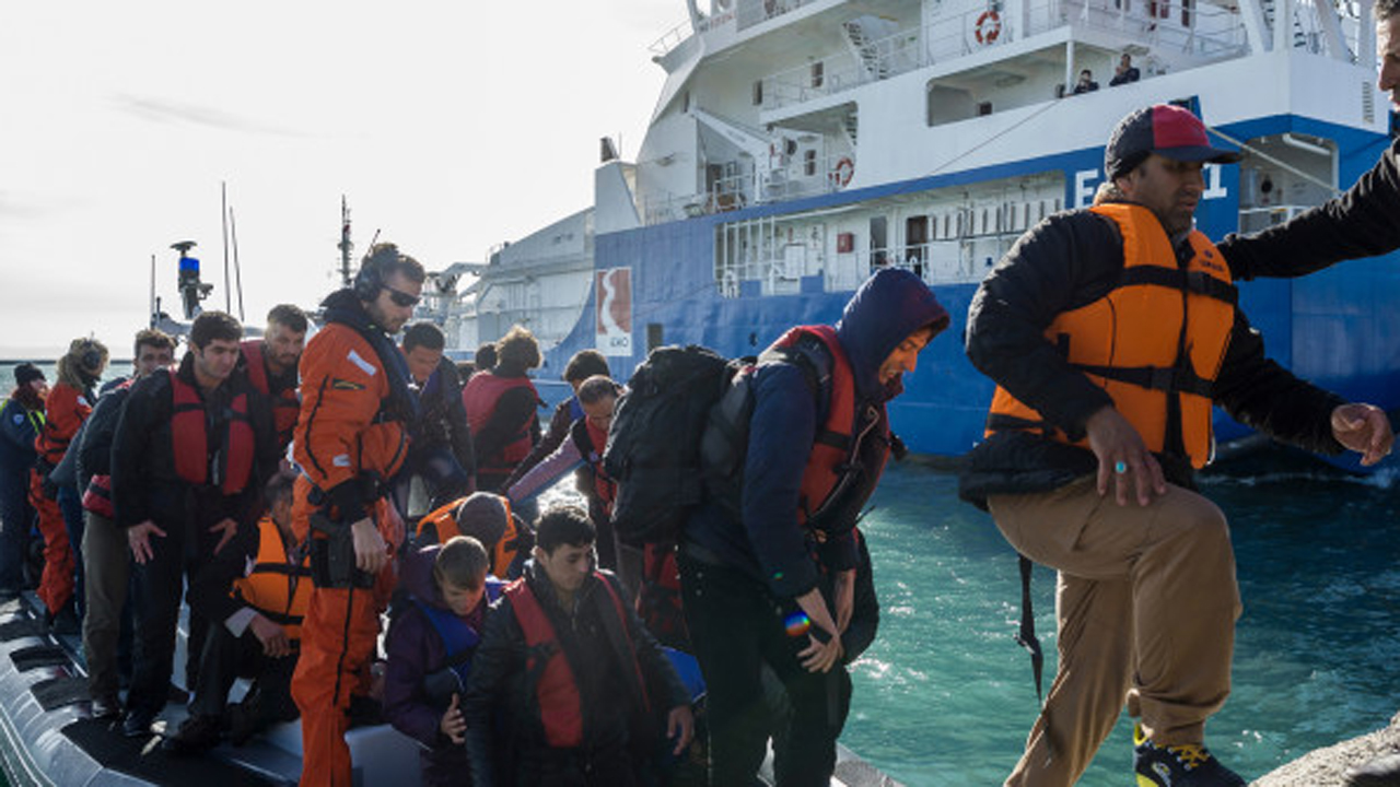 First wave of migrant deportation begins in Greece