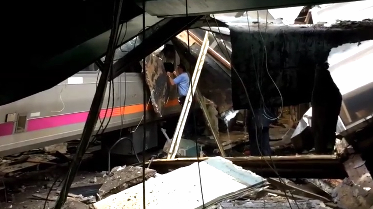 Dramatic video captures chaos following NJ train crash