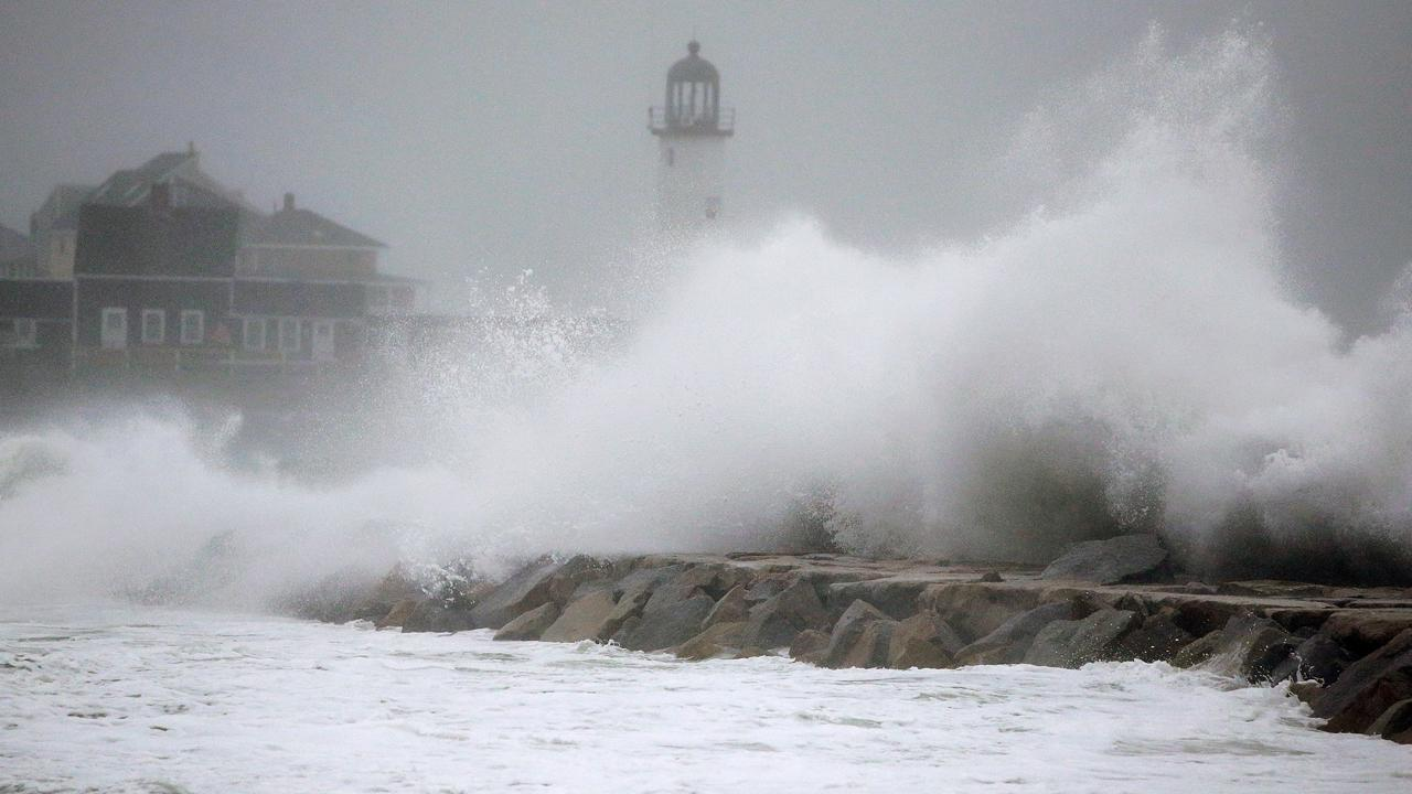 Powerful nor'easter slams the Northeast