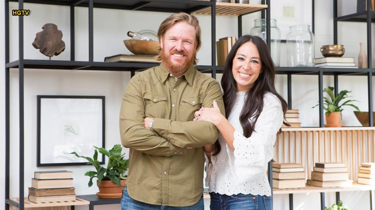 Chip and Joanna Gaines say tearful goodbye to 'Fixer Upper'
