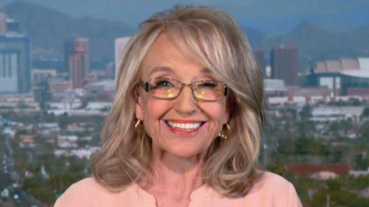 Jan Brewer slams media 'hypocrites' for praising Pelosi finger-pointing, scolding her for pointing at Obama
