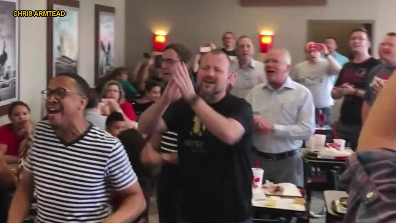 Flash mob surprises Chick-fil-A with a cappella gospel song