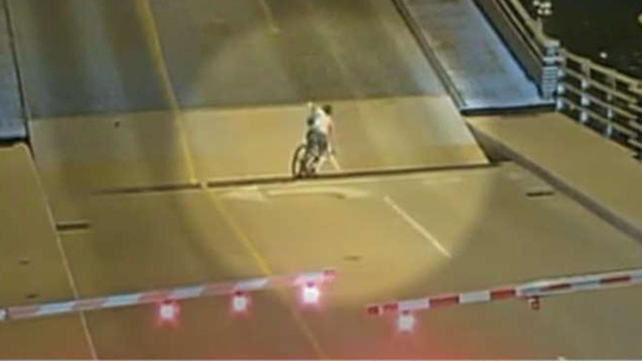 Bicyclist falls through gap on Wisconsin drawbridge