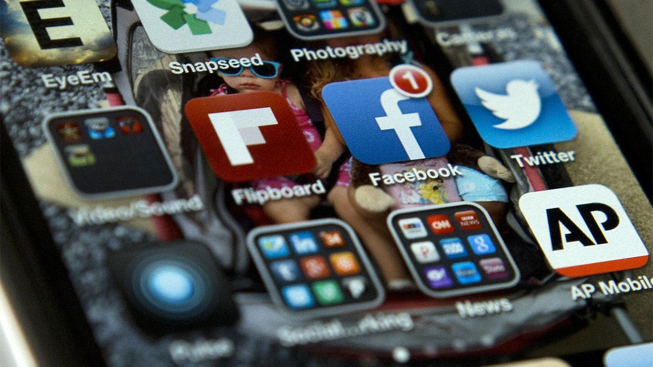 Lawmakers examine addictive powers of social media
