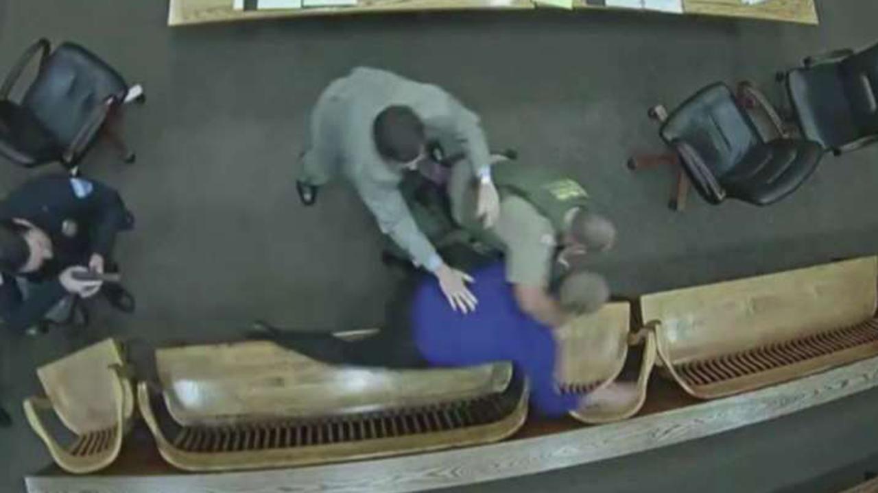Oregon man tries to steal officer's gun in court