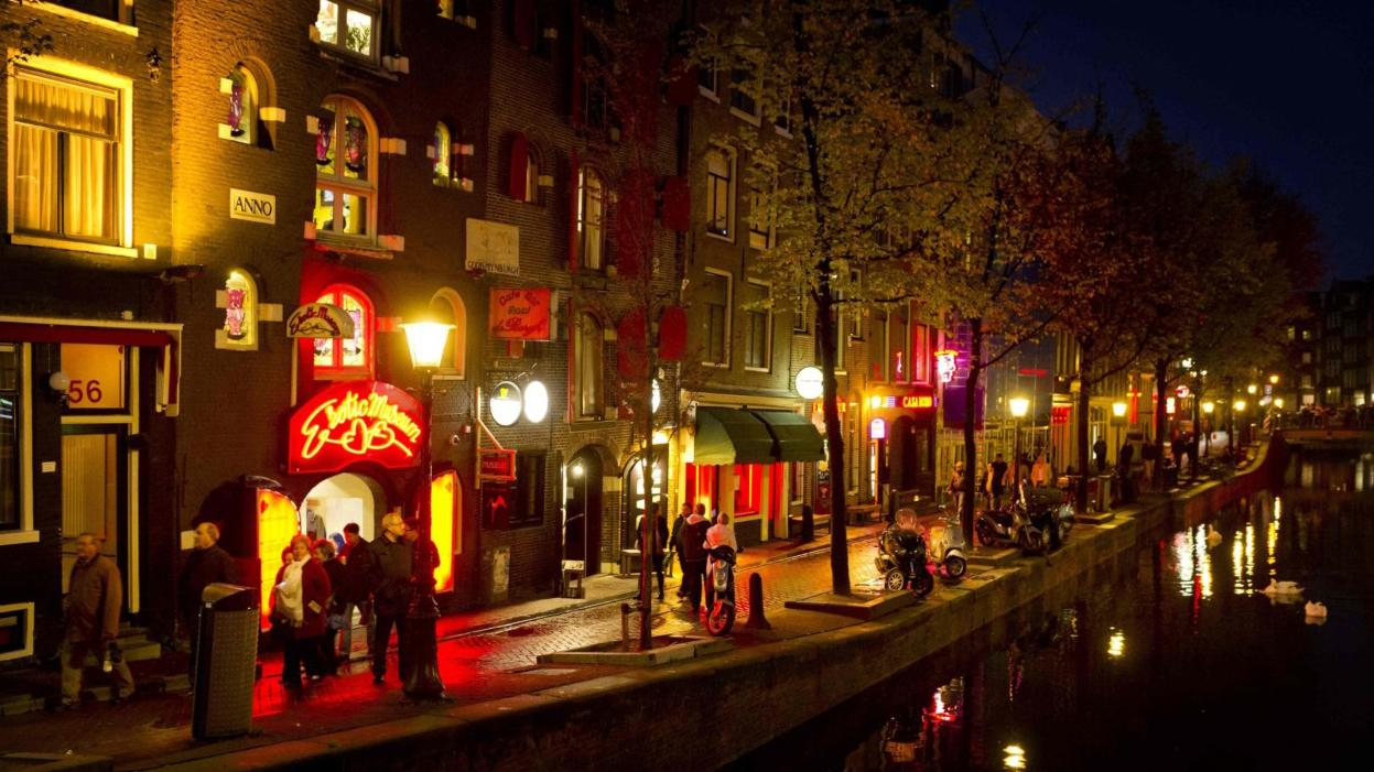 Amsterdam moves to ban bachelor parties
