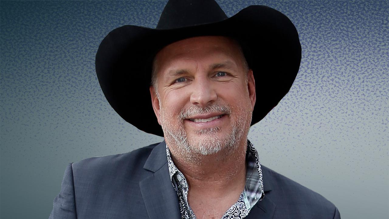 Garth Brooks heads back out on the road