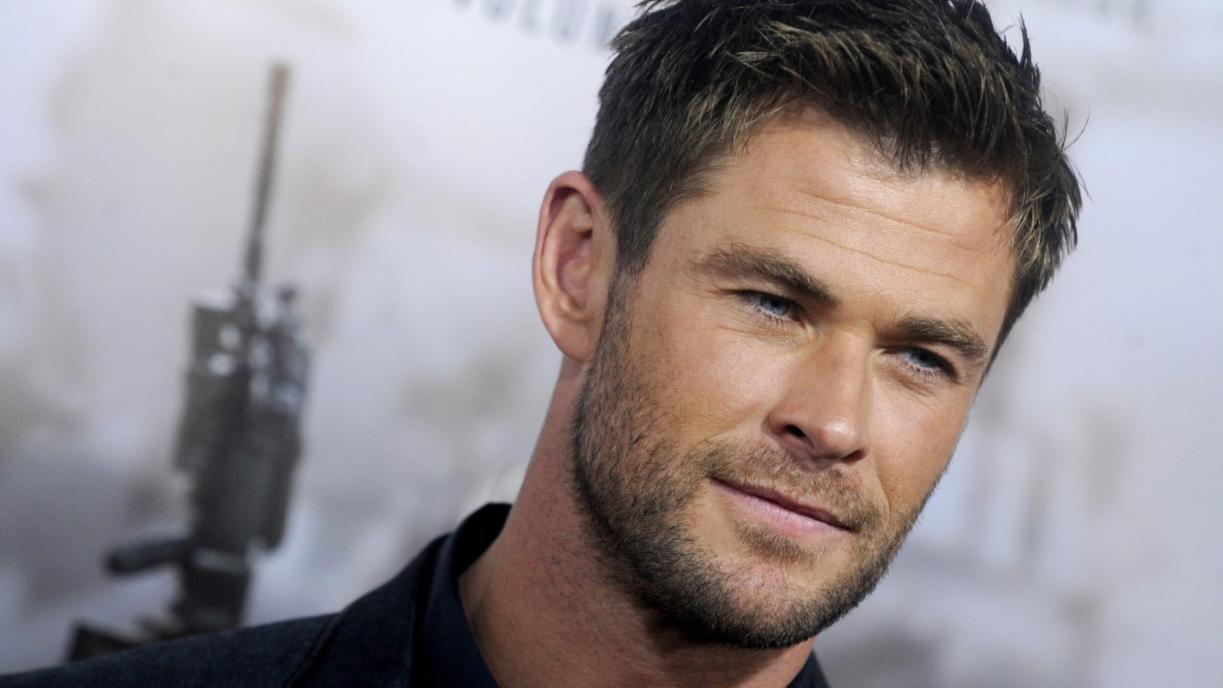 Chris Hemsworth takes hitchhiker on a chopper ride