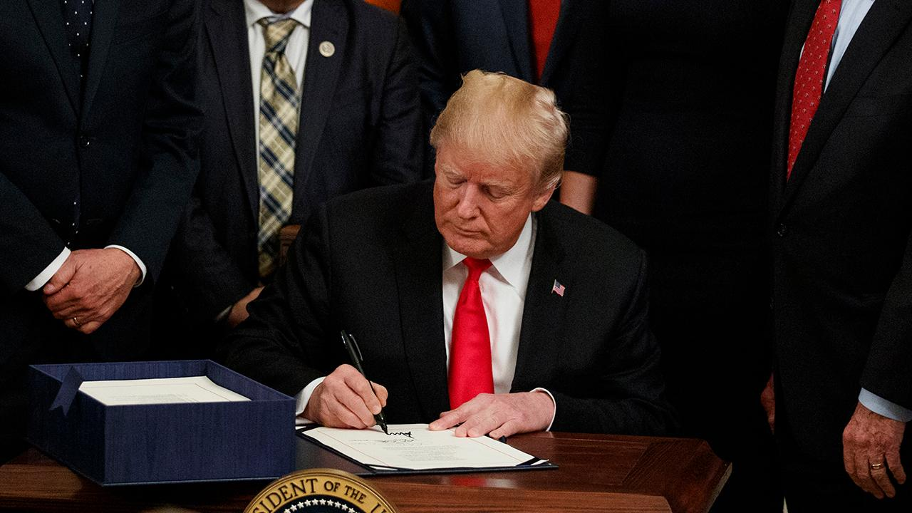 Trump signs bill to curb opioid epidemic