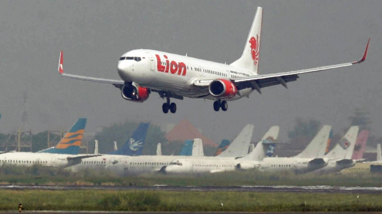 Indonesian passenger plane crashes into sea
