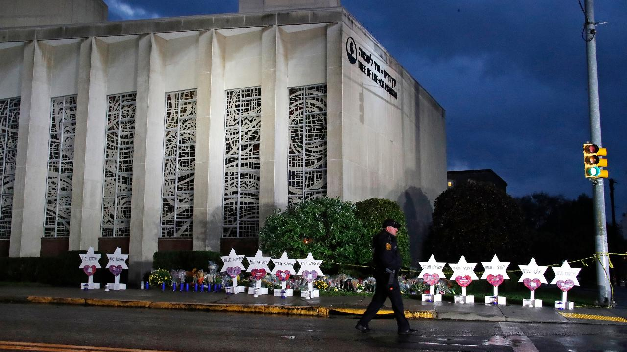 Outpouring of support in Pittsburgh after synagogue shooting
