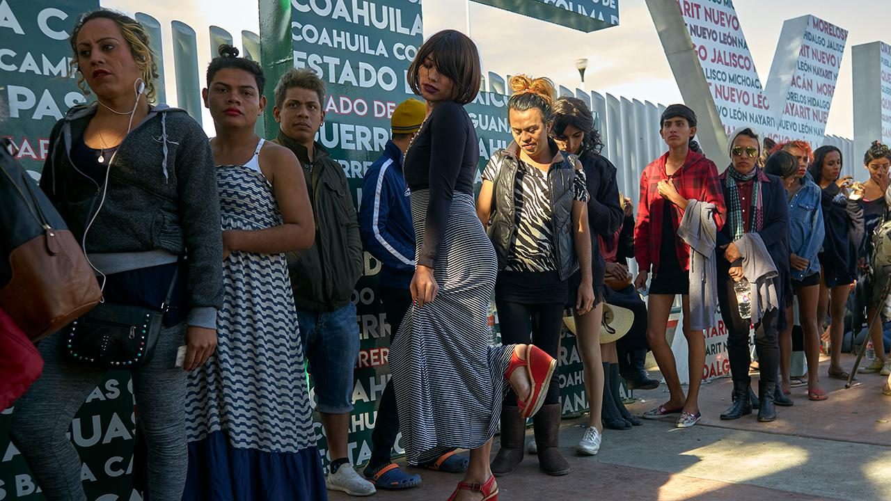 1,000 migrants sharing one bathroom at Tijuana rec center