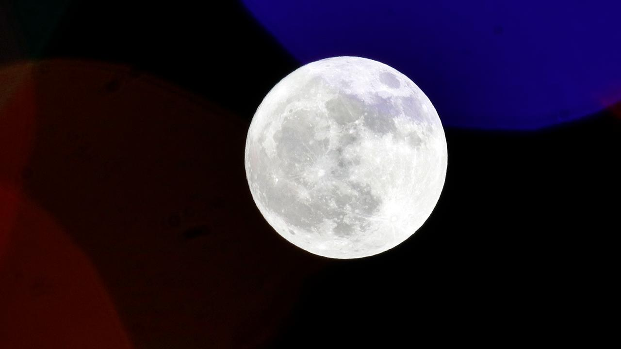 Russia suggests verifying US moon landing