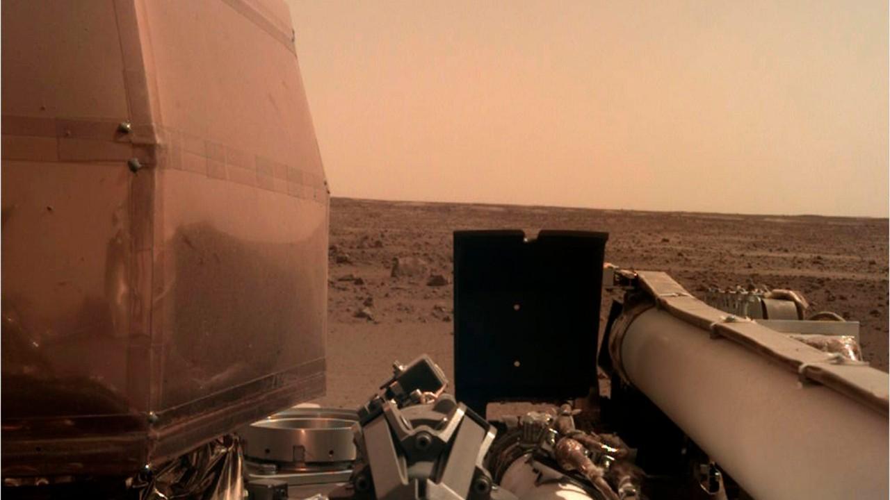 NASA's InSight beams back breathtakingly clear photo of Mars