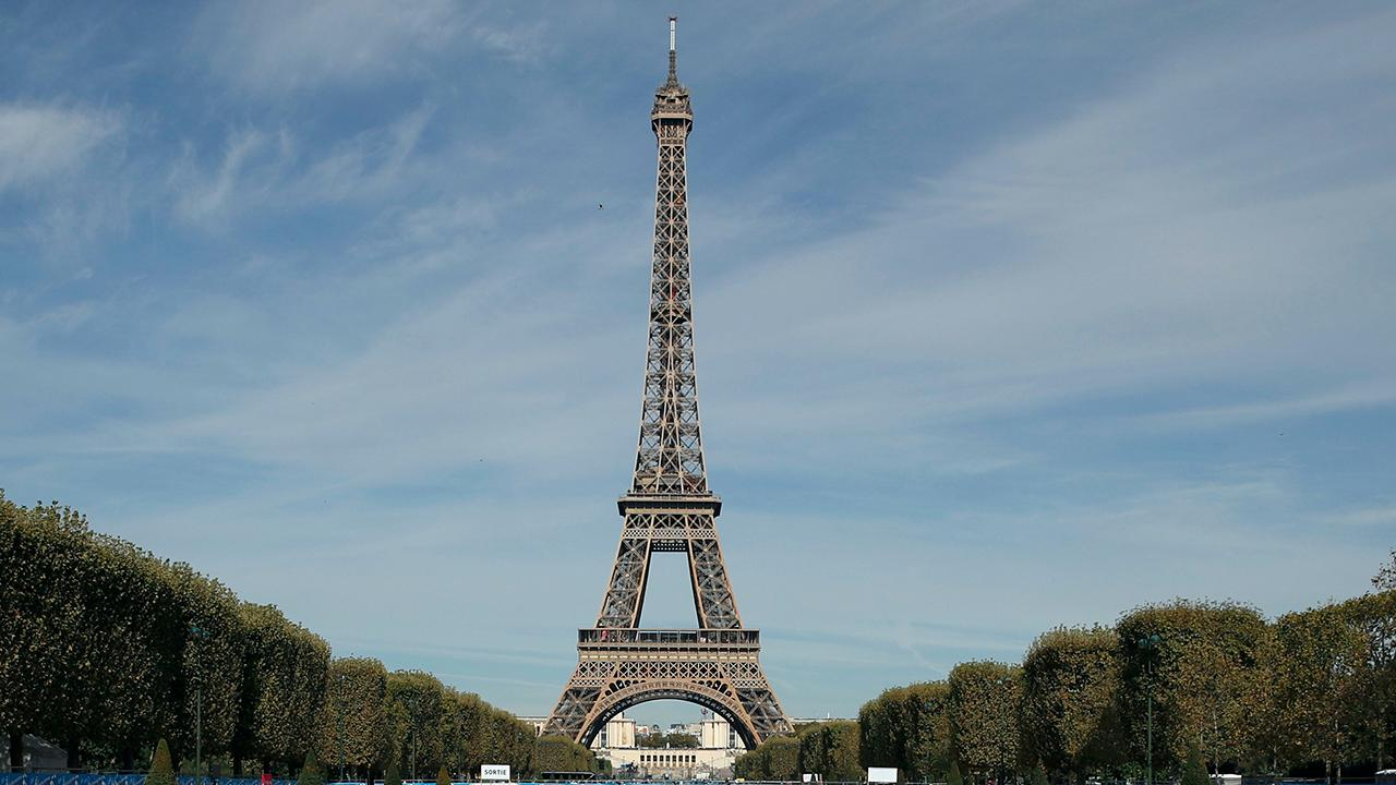 Student protests shut down Eiffel Tower