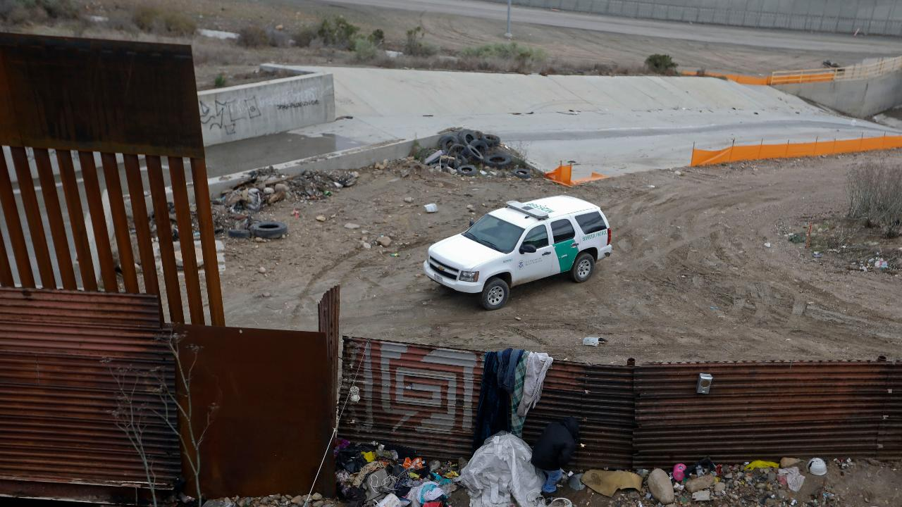 US makes deal with Mexico that asylum-seekers will not be able to cross the border before their claims are adjudicated