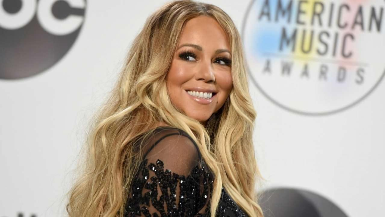Mariah Carey posts photo in string bikini