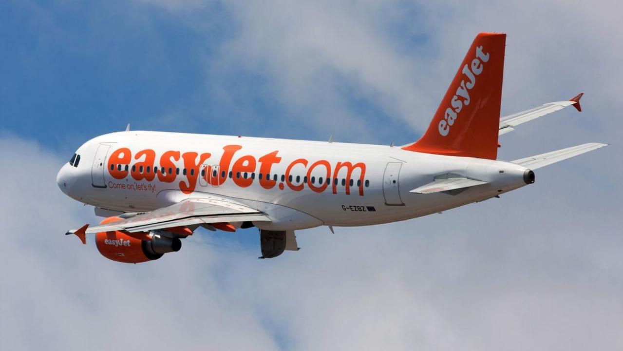 Angry Easyjet passenger smokes e-cig during flight and breaks his phone in half