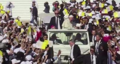 Pope Francis celebrates historic papal Mass in United Arab Emirates