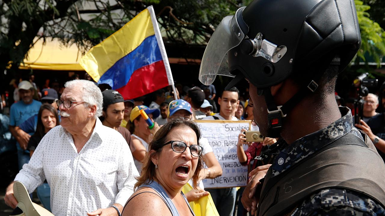 US orders all diplomatic staff to leave Venezuela as situation deteriorates on the ground