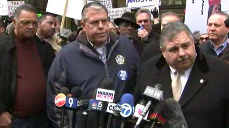 Critics, supporters of Chicago prosecutor Kim Foxx hold dueling rallies over Smollett case