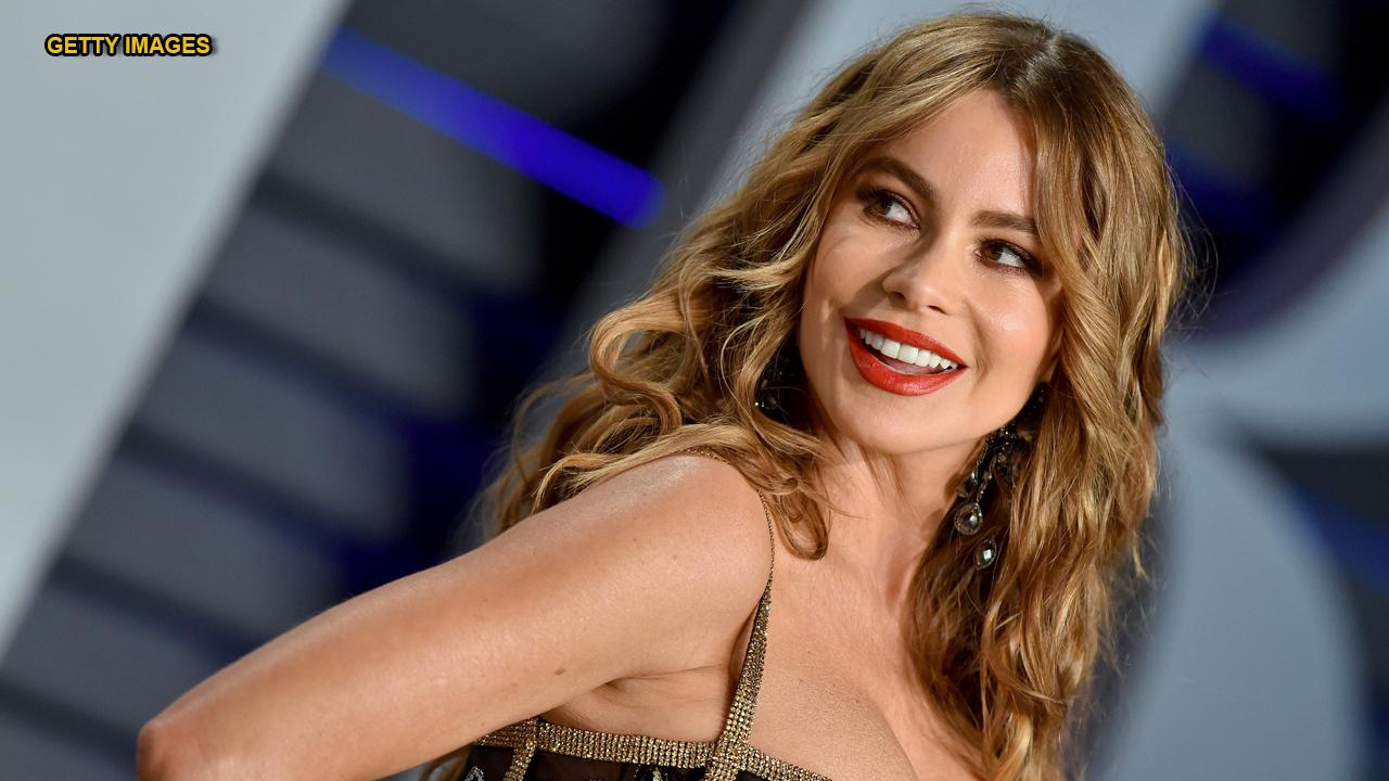 'Modern Family' star Sofia Vergara travels back to the '90s with topless Instagram pic