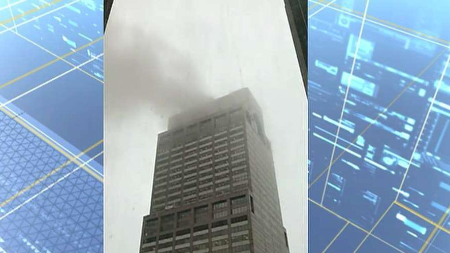 Amateur cell phone video captures smoke from Manhattan high-rise rooftop after helicopter crash-landing