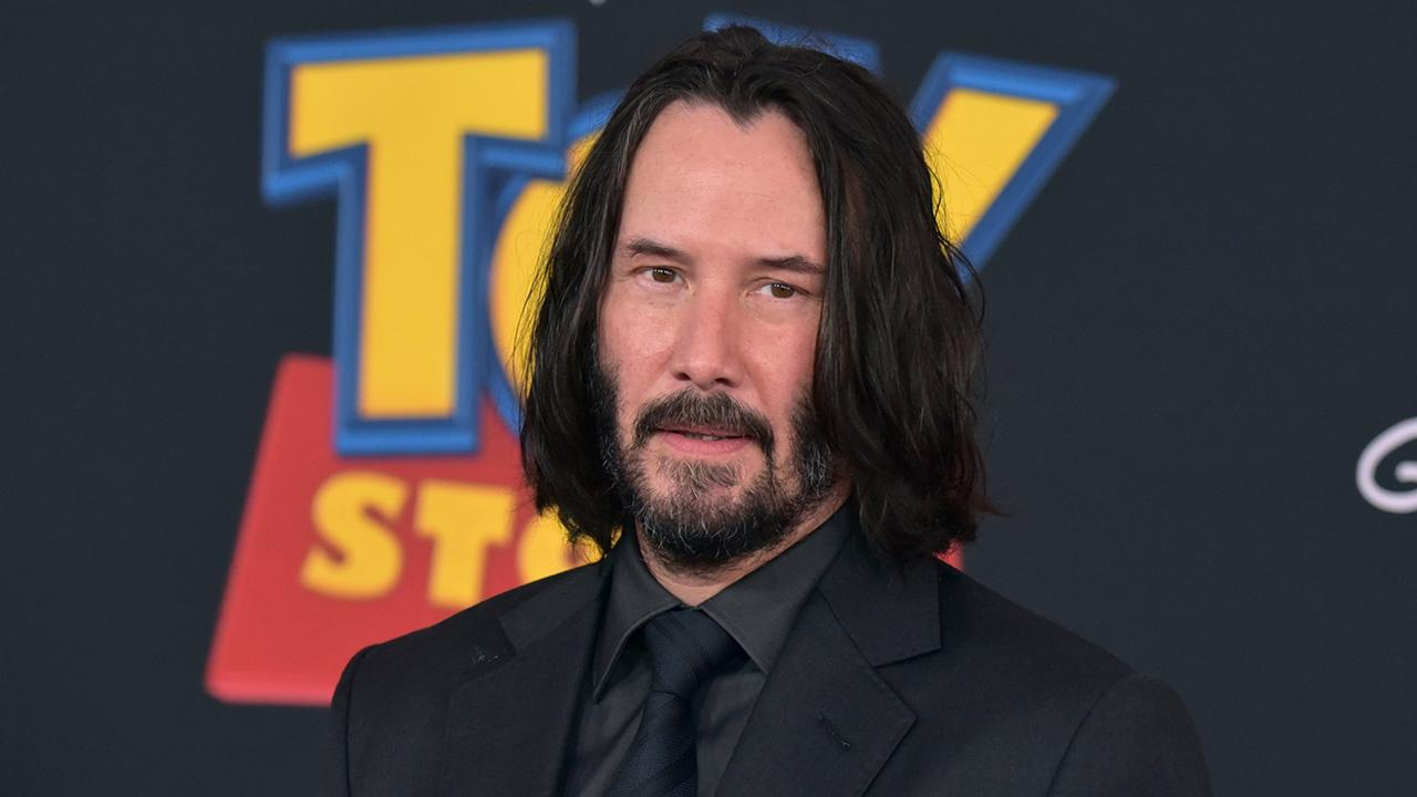 Keanu Reeves leaves fan sweet note on the way to set in Louisiana: 'You're breathtaking!'