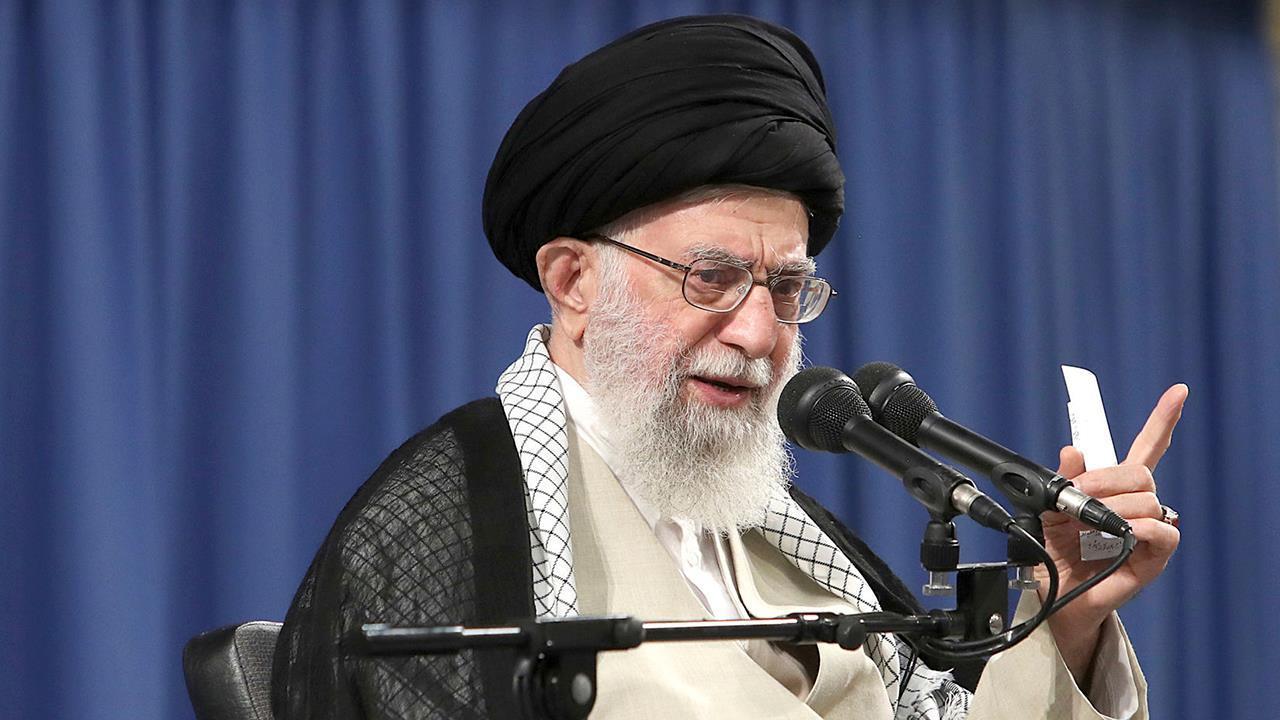 Το ιράν είναι ο ανώτατος ηγέτης κλήσεις Ατού κλόουν, επαινεί πυραυλική επίθεση σε σπάνια εμφάνιση