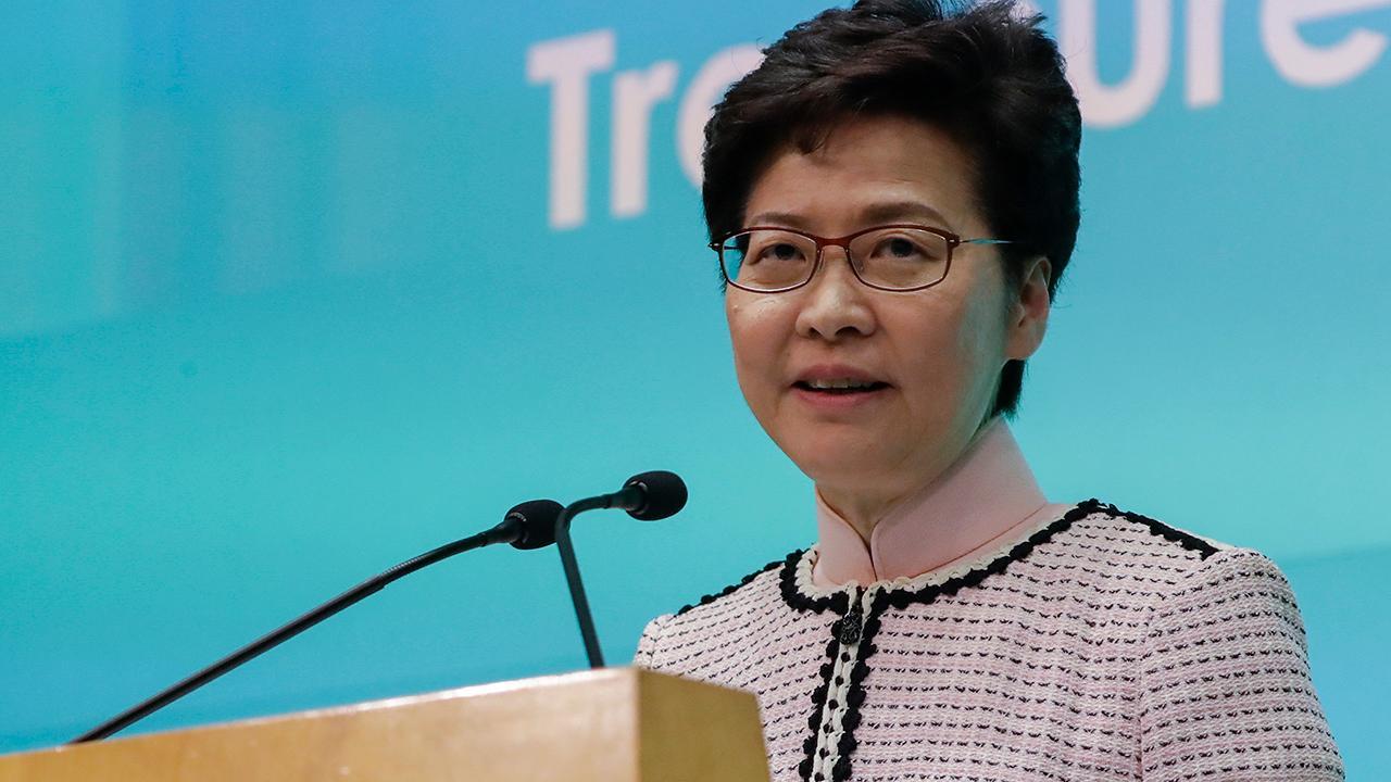 Χονγκ Κονγκ ύποπτο για δολοφονία που πυροδότησε διαμαρτυρίες έτοιμος να παραδοθεί, την Κάρι Λαμ, λέει