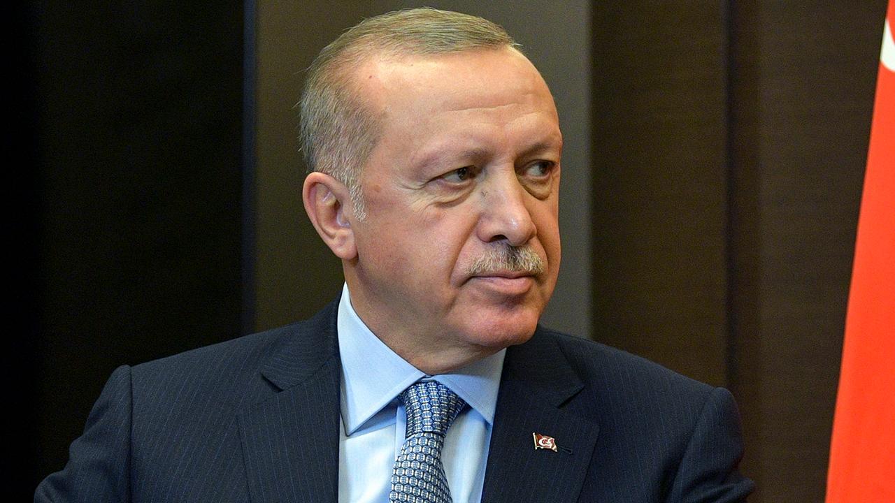 Turkey warns Kurds as cease-fire deadline looms in Syria