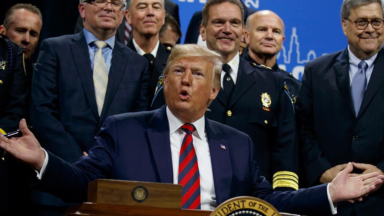 Trump signs executive order to address Chicago crime