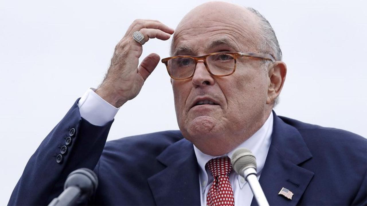 Neue Ukraine-Gebühren Fliegen inmitten Giuliani