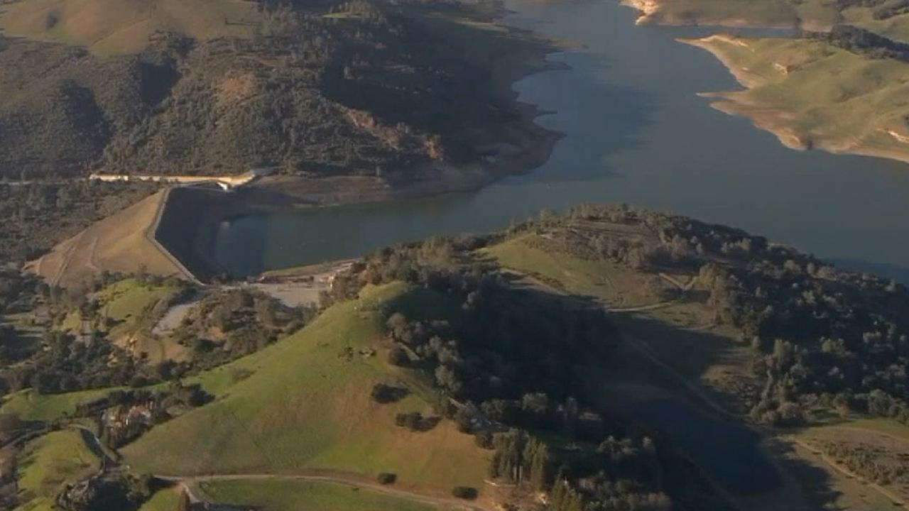 Καλιφόρνια φράγμα διέταξε να στραγγίξουν πάνω από τους φόβους του σεισμού θα μπορούσε να καταρρεύσει δομή